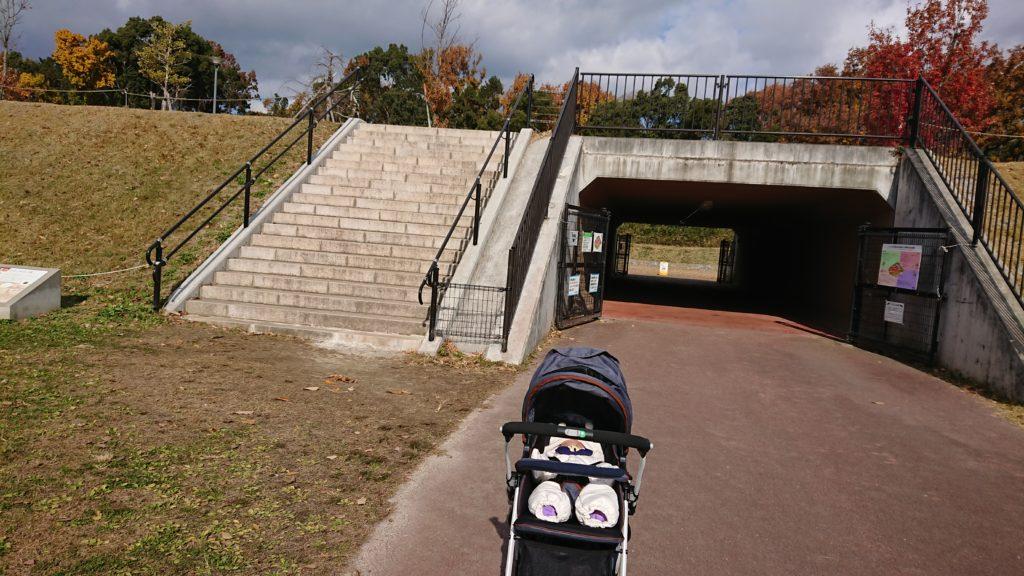 今城塚古墳公園のトンネル