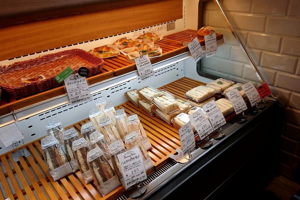 サニーサイド高槻のサンドイッチ系パンの陳列