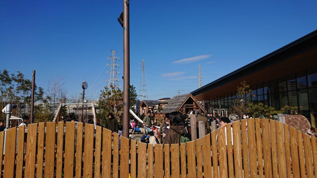 安満遺跡公園のボーネルンド プレイヴィルの遊具行列
