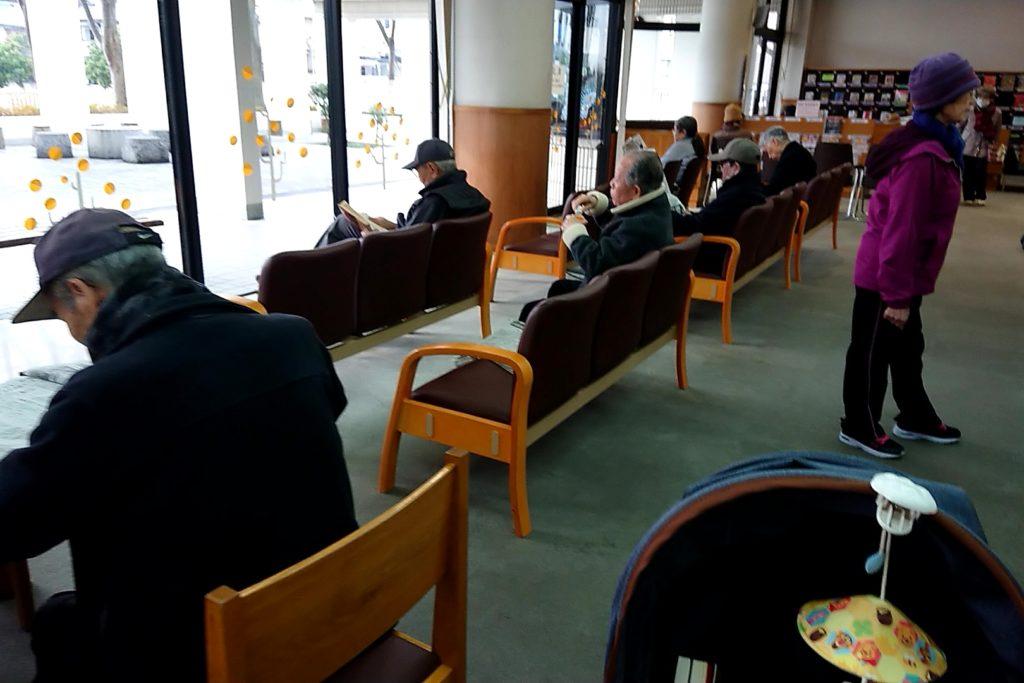 小寺池図書館の椅子ブース