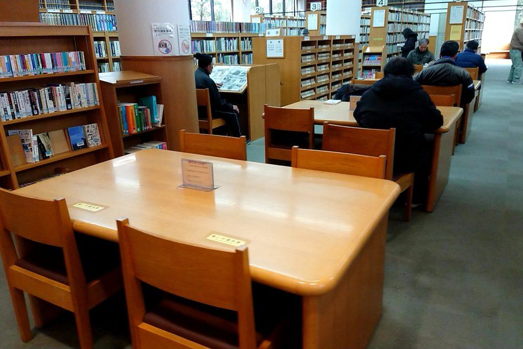 小寺池図書館の机ブース
