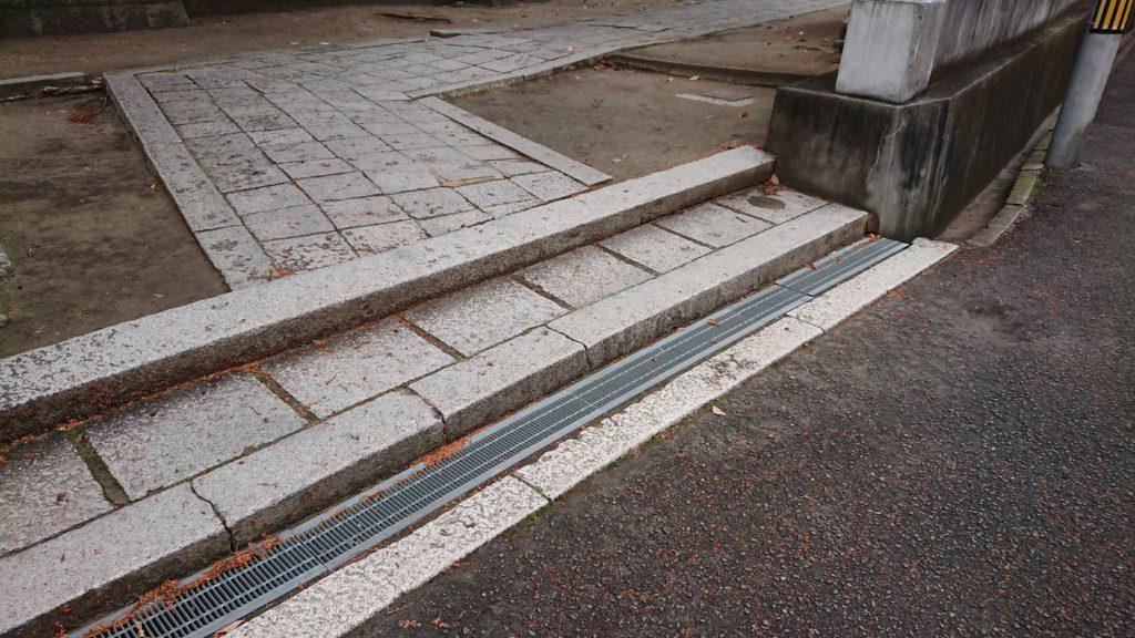 三輪神社の入り口