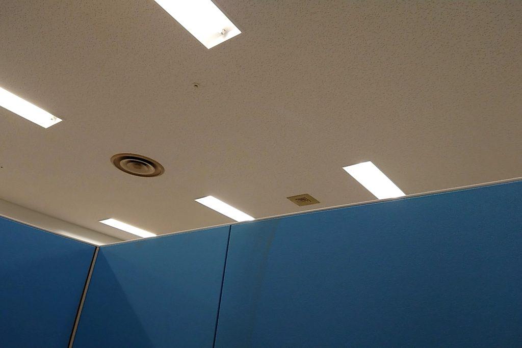 高槻市役所の授乳室の天井