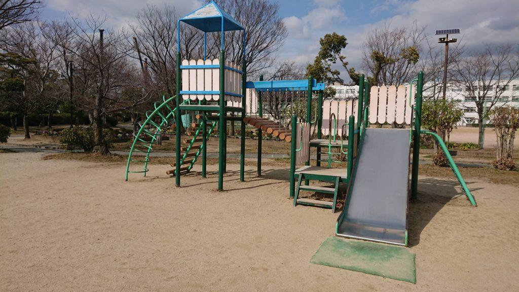 高槻城跡公園のアスレチックジム