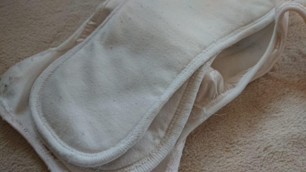 成形型布おむつの重ね方
