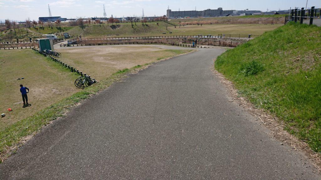 津之江公園の道