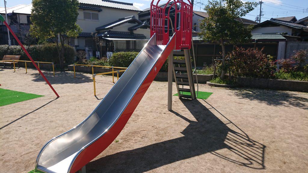 たんぽぽ公園の滑り台