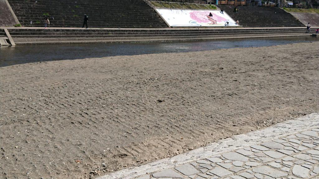 芥川の桜堤公園の河原