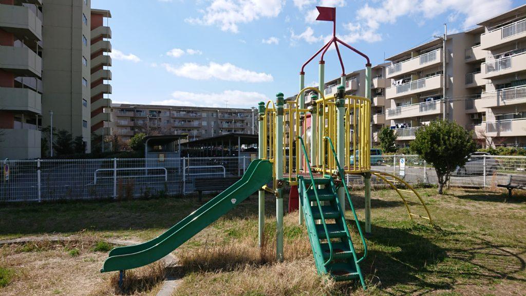 芝生第2公園の複合遊具