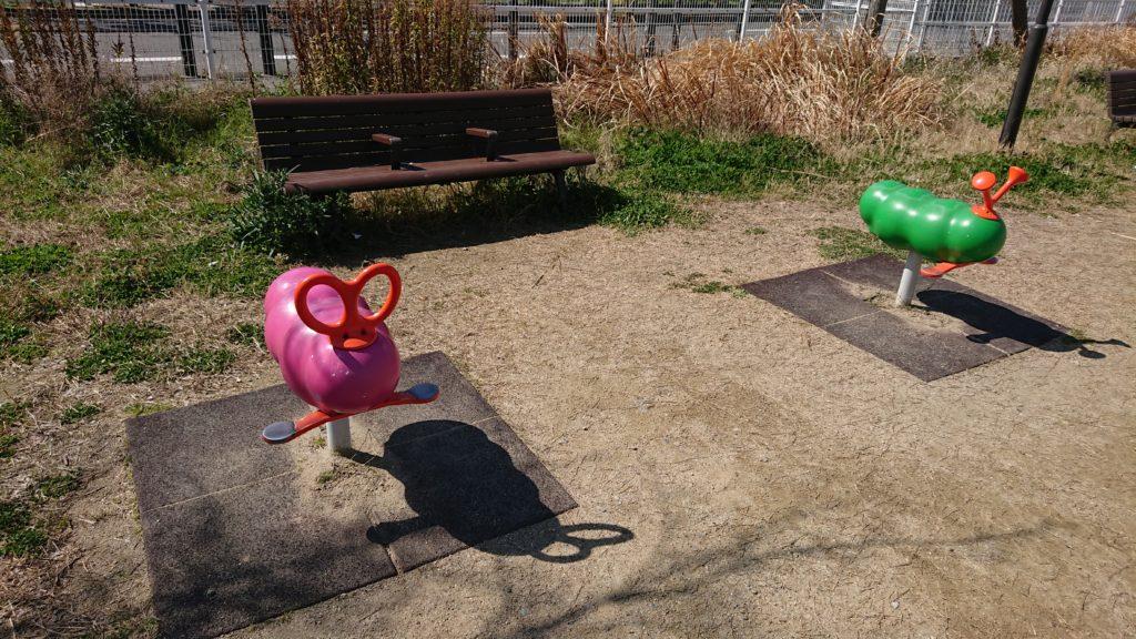 芝生第3公園のスプリング遊具