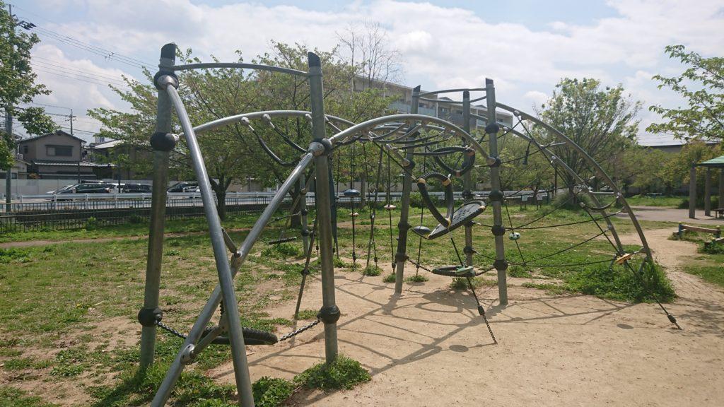 川添公園の遊具