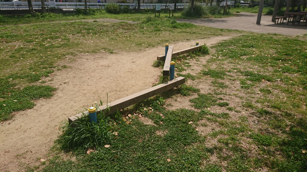 川添公園の平均台
