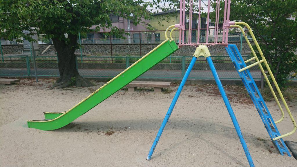 桜ケ丘南町うのはな公園の滑り台