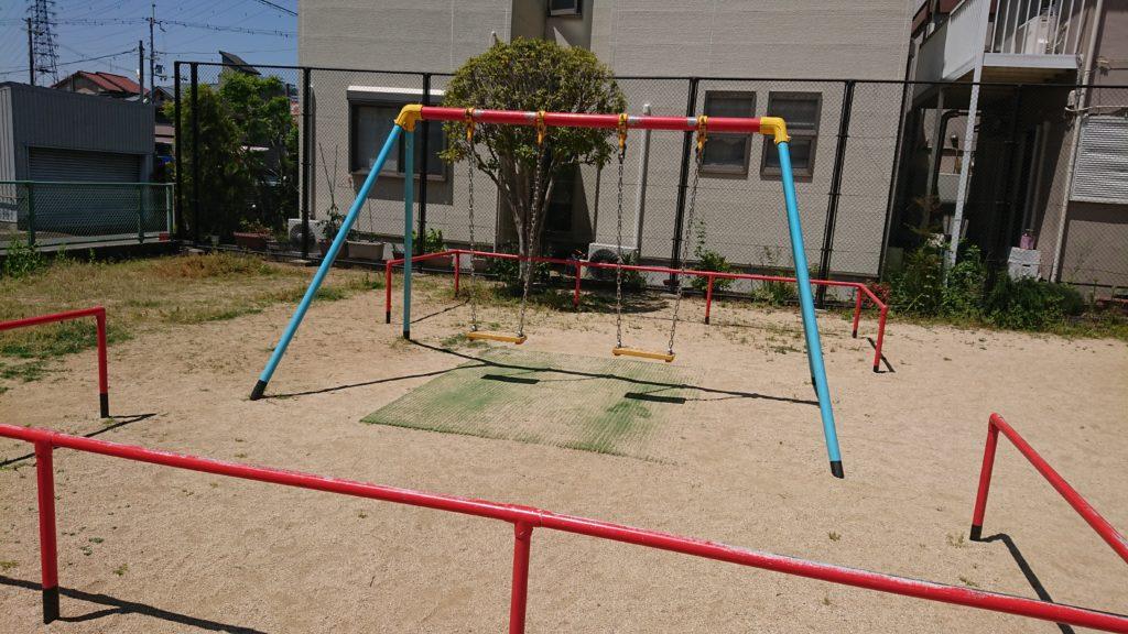 栄町四丁目たんぽぽ公園のぶらんこ