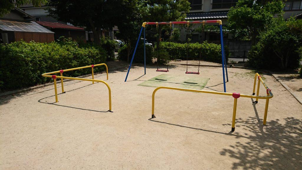 津之江西公園のブランコ