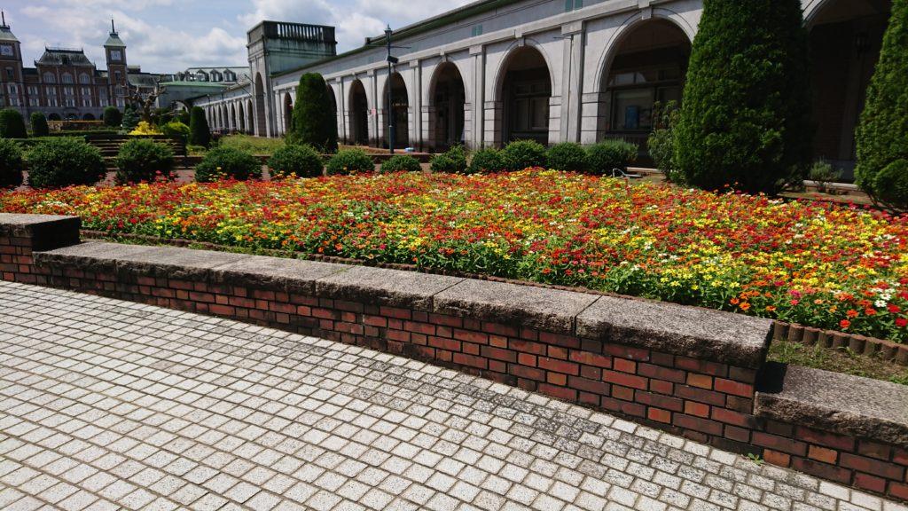 神戸フルーツフラワーパークの園内の花壇